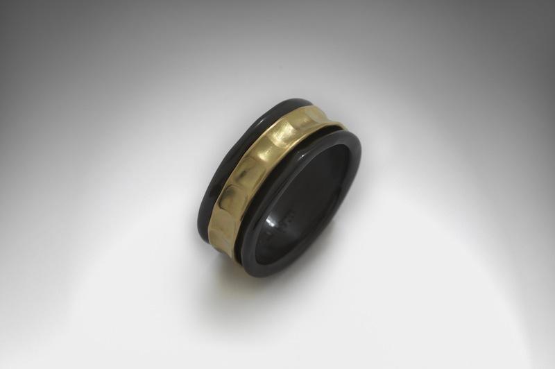 Βέρα από τιτάνιο και χρυσό από τον Vassilio - Bridal Art - Μόδα ... be337d78293