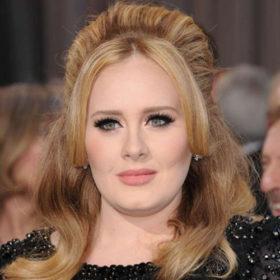 Η Adele ξαναβγαίνει σε περιοδεία