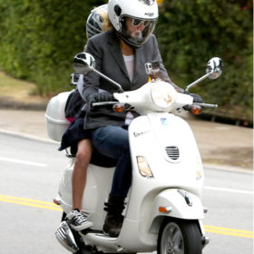 Με τι κυκλοφορεί η Gwyneth Paltrow στο L.A.;
