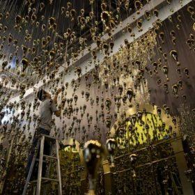 O Dior έρχεται αντιμέτωπος με τη μοντέρνα τέχνη στη Σαγκάη