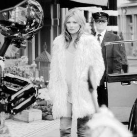 H Kate Moss πρωταγωνιστεί στη ταινία του Stuart Weitzman