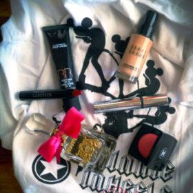 Η Beauty Editor του InStyle.gr εμπνέεται από το t-shirt του InStyle