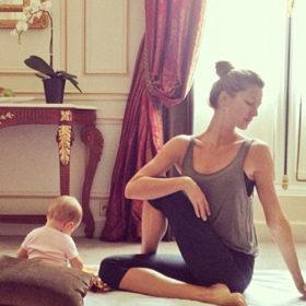Η Gisele κάνει yoga παντού