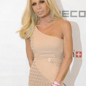 Donatella Versace: Πώς σχολιάζει την πρωταγωνίστρια που την υποδύεται;