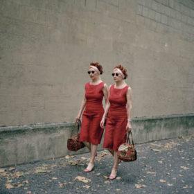 «Mady & Monette»: Μια έκθεση φωτογραφίας αφιερωμένη στη μοναδικότητα