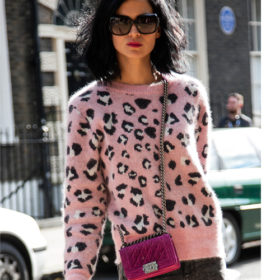 Μάλλινo πουλόβερ: To πιο hot street style trend της εβδομάδας