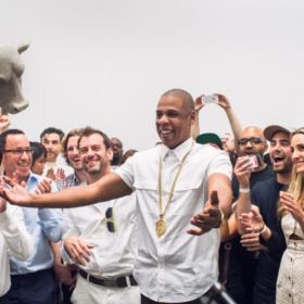 Όταν ο Jay-Z μιμήθηκε τη Marina Abramovic (και μας άφησε με ένα χαμόγελο)