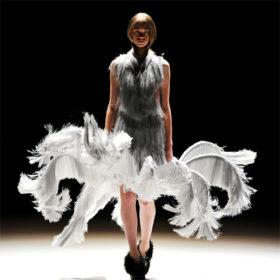 Iris Van Herpen: Κέρδισε 2 βραβεία στα Ολλανδικά Design Awards