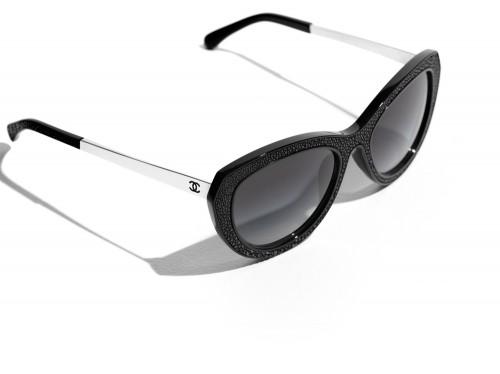 Chanel  Δείτε τη νέα συλλογή γυαλιών ηλίου λίγο πριν κυκλοφορήσει ... d5f7f98f729