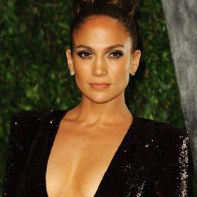 Jennifer Lopez : «Δεν έχω υποβληθεί ποτέ σε κανενός είδους πλαστική επέμβαση»