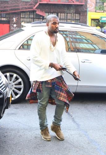 Kanye West  Γιατί είπε σε θαυμαστή του ότι τα sneakers του δεν είναι  αυθεντικά  ad19c00bc35
