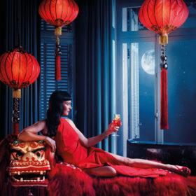 Η φωτογράφηση της Uma Thurman για το εορταστικό Campari Calendar