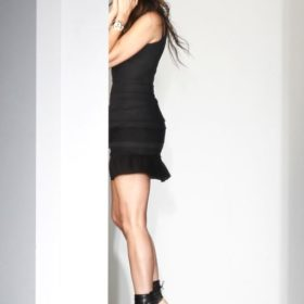 Victoria Beckham: Δοκιμάζει όλα τα σχέδιά της αλλά δεν είναι ευχάριστο να την βλέπουν