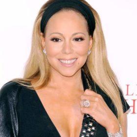 H Mariah Carey με το απόλυτο Χριστουγεννιάτικο bikini