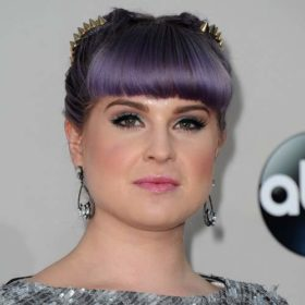 Η Kelly Osbourne απάντησε μέσω Instagram στις φήμες που υποστηρίζουν πως ο πατέρας της πεθαίνει