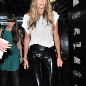 Elle Macpherson: Δείτε το αψεγάδιαστο σώμα της 50χρονης με μαγιό