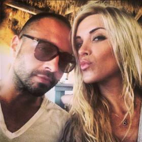 Βασίλης Σταθοκωστόπουλος: Καυτά φιλιά με τη νέα του αγαπημένη στη μέση του δρόμου