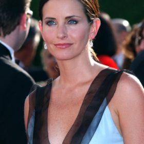 Πίσω στο χρόνο: Η Courteney Cox μιλά για την τηλεοπτική σειρά «Τα φιλαράκια»