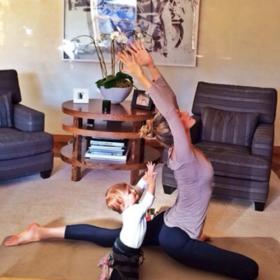 Η Gisele και η μικρή της yogi