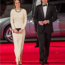 Το viral βίντεο που δείχνει τη Kate Middleton να αποφεύγει το άγγιγμα του πρίγκιπα William με τον πιο χαριτωμένο τρόπο