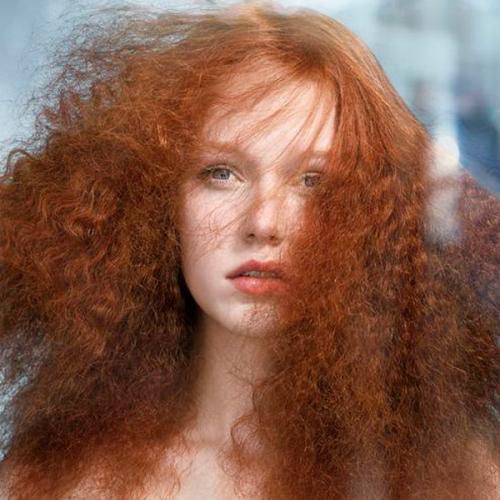 Τα μαλλιά σας φριζάρουν λόγω καιρού  Αντιμετωπίστε το με 5 απλά βήματα! 07ad383af72