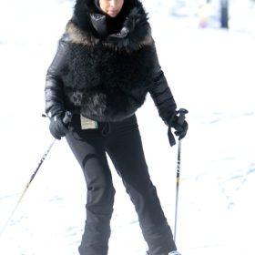 Η πτώση: Δείτε το ξεκαρδιστικό ατύχημα της Kim Kardashian στο σκι
