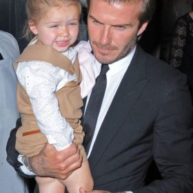 Harper Beckham: «Το κορίτσι του μπαμπά» έχει αδυναμία στα άκριβα δώρα