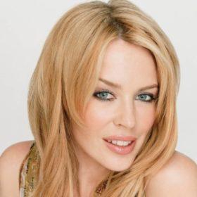 Say cheese: Η Kylie Minogue ποζάρει στον φακό του Νίκου Αλιάγα