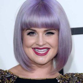 Δείτε την Kelly Osbourne σε μια εκκεντρική εμφάνιση με παραμάνες στα μαλλιά