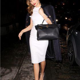 H Miranda Kerr και το μικρό λευκό φόρεμα