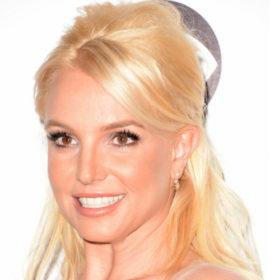 Breaking news: Και η Britney Spears με καστανά μαλλιά