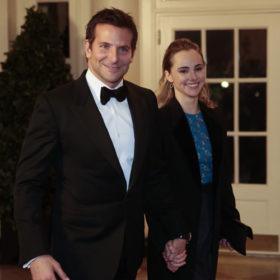 Ένα χρόνο μαζί: Bradley Cooper και Suki Waterhouse γιόρτασαν στον Λευκό Οίκο