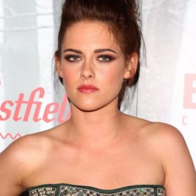 Kristen Stewart: Είναι ηθοποιός, το πρόσωπο του οίκου Chanel και τώρα ποιήτρια;