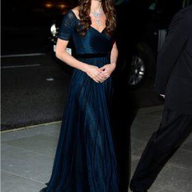 Η Kate Middleton εντυπωσιάζει στην πρώτη επίσημη εμφάνιση της για το 2014
