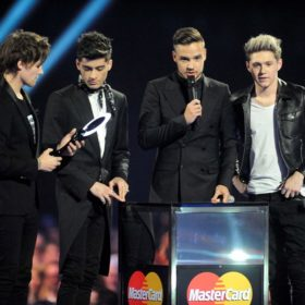 Brit Awards 2014: Ποιος δεν πρόλαβε να παραλάβει το βραβείο του επειδή ήταν στην τουαλέτα;
