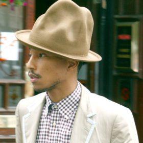 Pharrell Williams: Προς πώληση το πολυσυζητημένο Vivienne Westwood καπέλο του