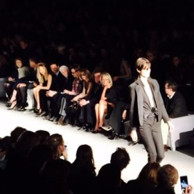 Tom Ford: Βρεθήκαμε στο πιο ποθητό show της London Fashion Week και σας το μεταφέρουμε μέσα από 7 φωτογραφίες