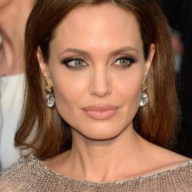 Angelina Jolie: Πρώην υπάλληλός της την κατηγορεί ότι της έκλεψε ιδέα για κωφάλαλη ηρωίδα