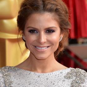 Maria Menounos: Ποζάρει χαμογελαστή με λευκό δαντελένιο μαγιό και κλέβει τις εντυπώσεις