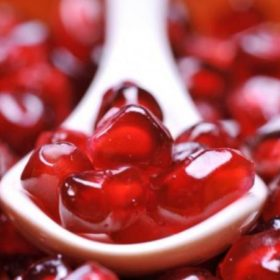 10 λόγοι που πρέπει να εντάξετε το ρόδι στη διατροφή σας