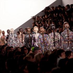 Paris Fashion Week: Τι είδαμε στους Valentino και Alexander McQueen