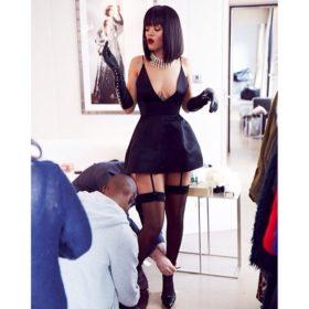 Τι ψάχνουν κάτω από το φόρεμα της Rihanna;