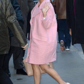 Βρήκαμε το ροζ παλτό της Kourtney Kardashian