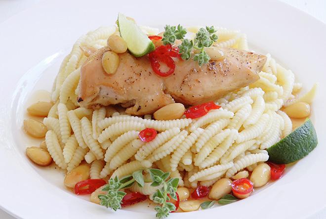 Κοτόπουλο με μέλι, αμύγδαλα και λάιμ