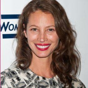 Μια φορά top model, πάντα top model: H Christy Turlington είναι το «νέο» πρόσωπο του Calvin Klein
