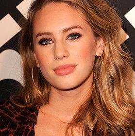 Dylan Penn: Τι γνώμη έχει για τη σχέση του πατέρα της με τη Charlize Theron;