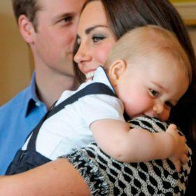 Πρίγκιπας George: Δείτε τον κάνει τα πρώτα του βήματα λίγο πριν από τα γενέθλιά του