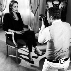 Η Angelina Jolie πόζαρε στον φωτογραφικό φακό του Νίκου Αλιάγα