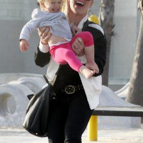 Proud Mommy: Έγκυος στο δεύτερο της παιδί η Pink
