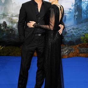 Brad Pitt: Δεν αφήνει από την αγκαλιά του την Angelina Jolie